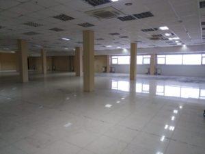 Фото Уборка полов торгового центра после демонтажа коврового покрытия